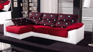 Красный большой диван